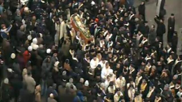 Mii de oameni au participat la inmormantarea IPS Bartolomeu Anania. Video - Imaginea 4