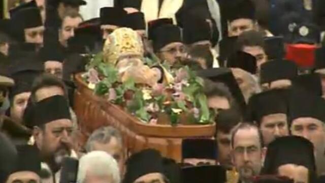 Mii de oameni au participat la inmormantarea IPS Bartolomeu Anania. Video - Imaginea 1