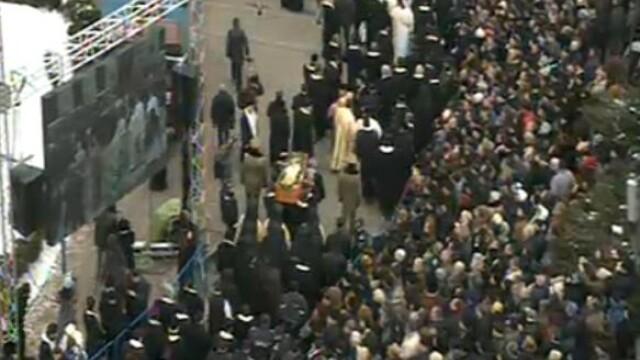 Mii de oameni au participat la inmormantarea IPS Bartolomeu Anania. Video - Imaginea 5