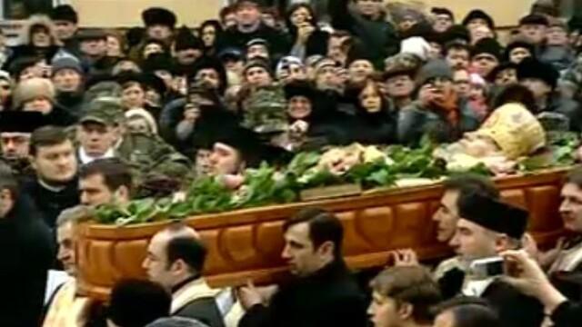 Mii de oameni au participat la inmormantarea IPS Bartolomeu Anania. Video - Imaginea 7