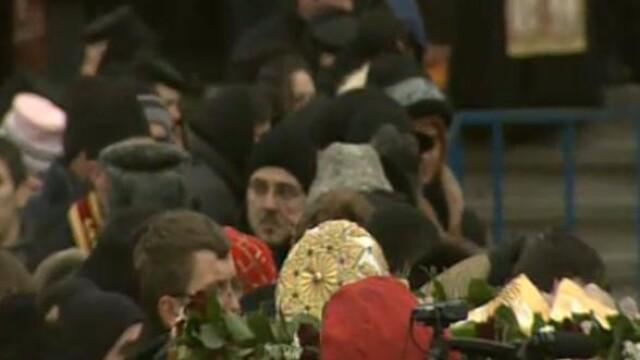Mii de oameni au participat la inmormantarea IPS Bartolomeu Anania. Video - Imaginea 29