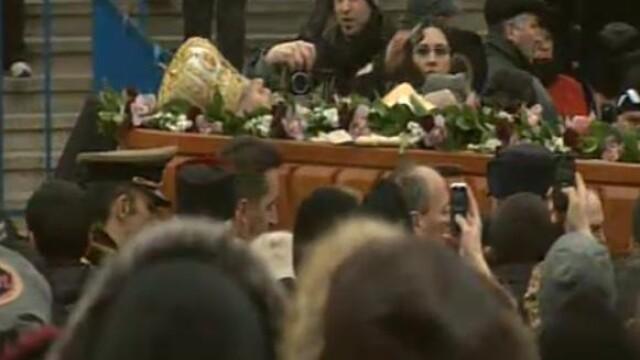 Mii de oameni au participat la inmormantarea IPS Bartolomeu Anania. Video - Imaginea 30