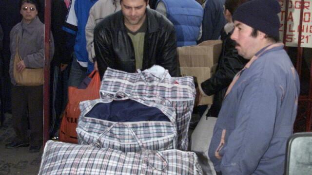 Julia Roberts si-a luat geanta a la Bucur Obor: plasa de rafie. FOTO - Imaginea 2