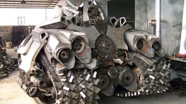 Un fierar chinez l-a adus la viata pe Megatron din Transformers 2. FOTO - Imaginea 9