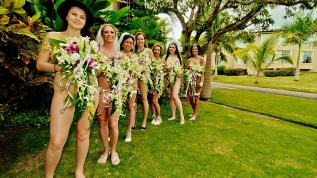 Facebook ti-ar inchide contul daca ai urca asemenea fotografii de la o nunta.