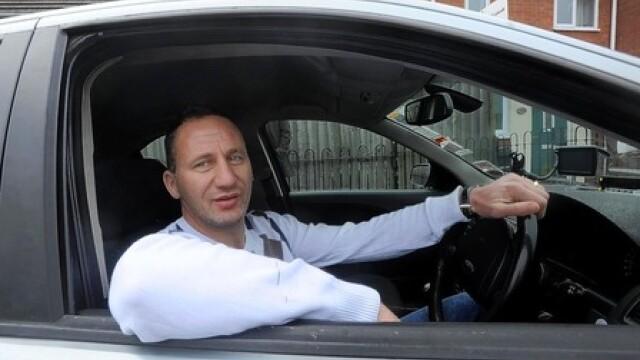 Alin Rus, fost jucator la Gloria Bistrita si Pandurii, taximetrist in Anglia - Imaginea 1