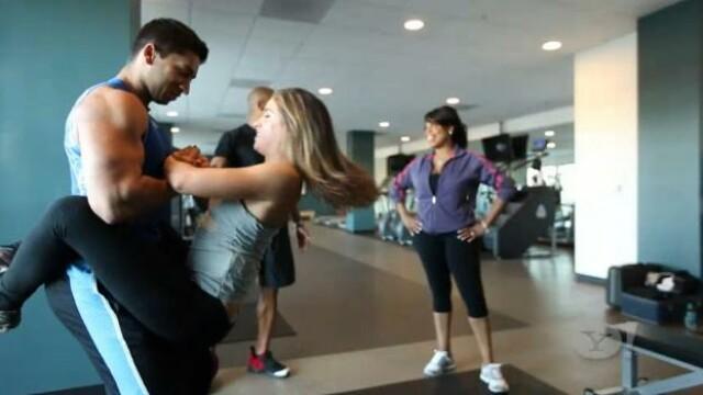 Pozitia provocatoare din sala de gimnastica. Exercitiul care face legatura intre fitness si dormitor