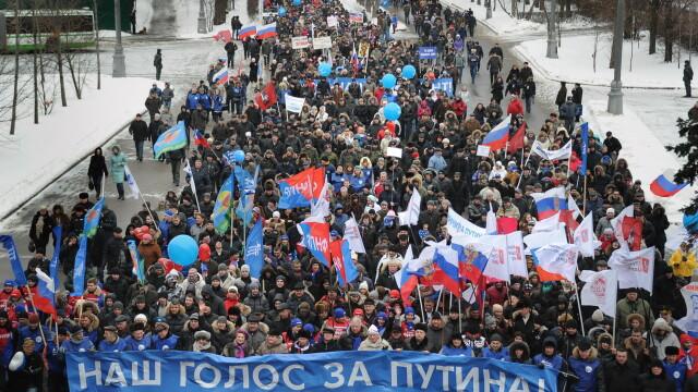 Aproximativ 130.000 de oameni au iesit in strada ca sa-l sprijine pe Putin in cursa prezidentiala