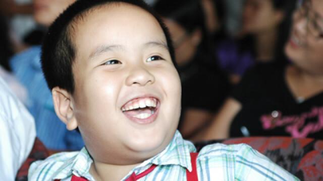 Minunea din Vietnam. De la 7 in Cartea Recordurilor, canta la vioara si ii preda mamei sale engleza