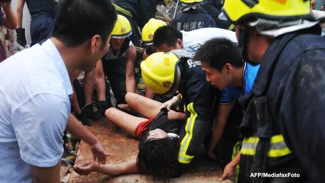 Un pod din China s-a prabusit dupa explozia unui camion cu petarde. Cel putin 26 de oameni au murit