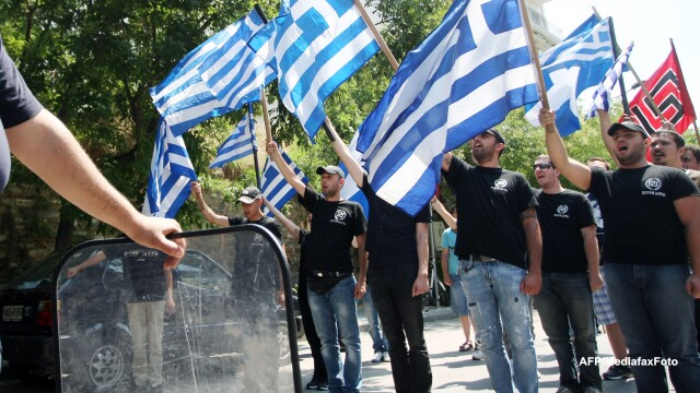 Ascensiunea raului. Tot mai multi tineri din Grecia sunt atrasi de partidul neo-nazist Zorii Aurii - Imaginea 1
