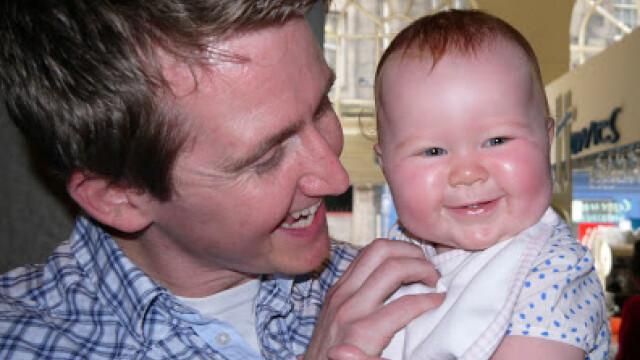 Steven Hartley cu fetita lui, Caitlin