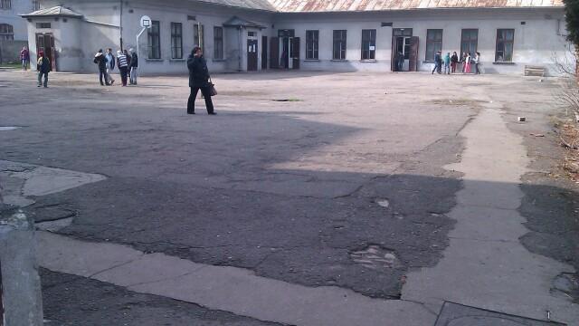 Elev luat cu ambulanta de la scoala dupa ce a fost batut de un coleg. De la ce a pornit cearta - Imaginea 3