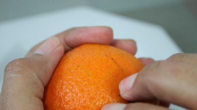 Ce a descoperit un barbat intr-o portocala. Poza care a devenit virala pe internet. FOTO - Imaginea 2