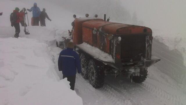 FOTO. Zeci de turisti, evacuati de salvamontisti, dupa ce au ramas blocati pe Muntele Semenic - Imaginea 7