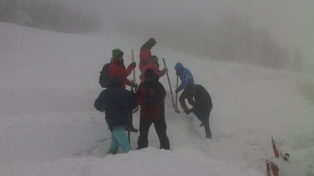 FOTO. Zeci de turisti, evacuati de salvamontisti, dupa ce au ramas blocati pe Muntele Semenic - Imaginea 1