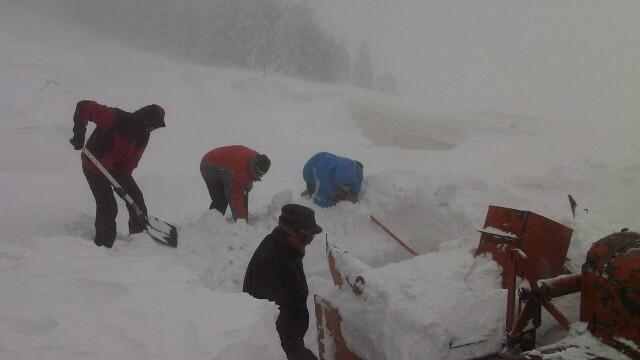 FOTO. Zeci de turisti, evacuati de salvamontisti, dupa ce au ramas blocati pe Muntele Semenic - Imaginea 2