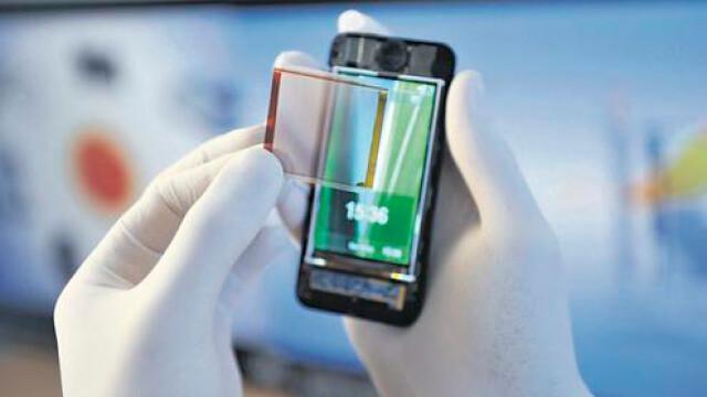 Folia de 1 euro care incarca smartphone-urile cu energie solara