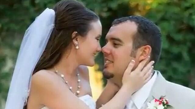 S-a casatorit a doua oara cu sotia lui pentru a o ajuta sa isi reaminteasca ziua nuntii. Boala care i-a luat amintirile