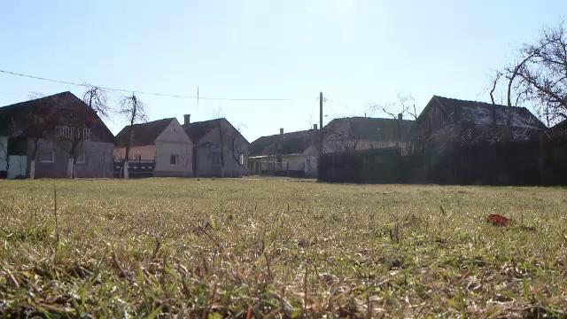 Cum arata singurul sat sub forma de cerc din Romania. Ministerul Culturii l-a declarat sit istoric - Imaginea 6