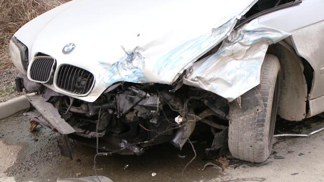 Accident pe Calea Sagului, la Timisoara. Trei masini s-au ciocnit violent, nici o persoana nu a fost ranita - Imaginea 1