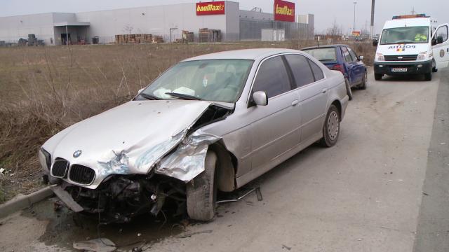 Accident pe Calea Sagului, la Timisoara. Trei masini s-au ciocnit violent, nici o persoana nu a fost ranita - Imaginea 2