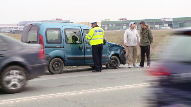 Accident pe Calea Sagului, la Timisoara. Trei masini s-au ciocnit violent, nici o persoana nu a fost ranita - Imaginea 4