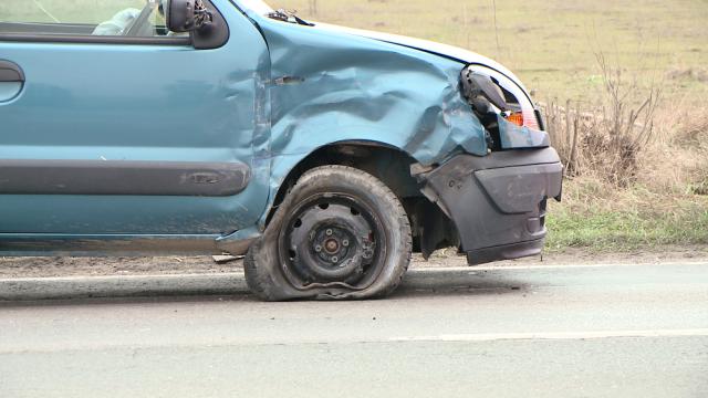 Accident pe Calea Sagului, la Timisoara. Trei masini s-au ciocnit violent, nici o persoana nu a fost ranita - Imaginea 5