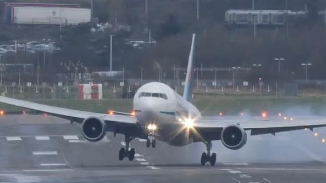 avion aterizare