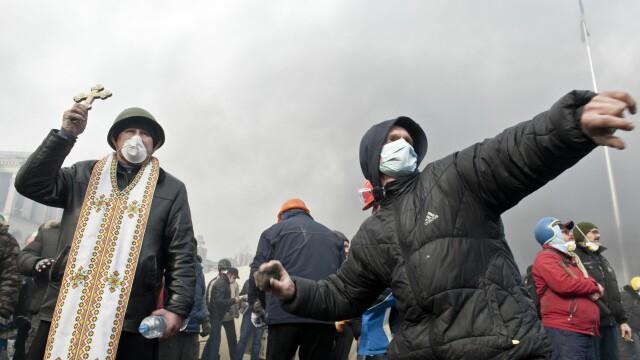Euromaidan, revolutia care si-a luat numele de la un hashtag de pe internet. Momentele cheie ale celor 3 luni de revolte - Imaginea 1