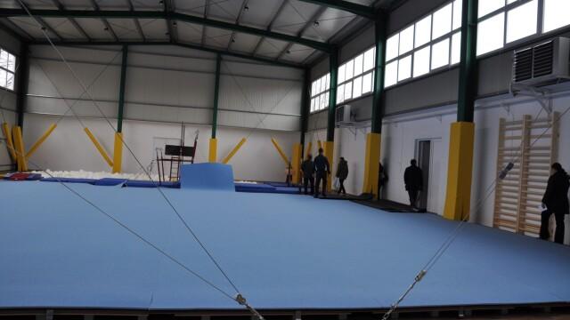 O sala de gimnastica dotata cu echipamente de nivel olimpic a fost inaugurata in Arad. FOTO - Imaginea 1