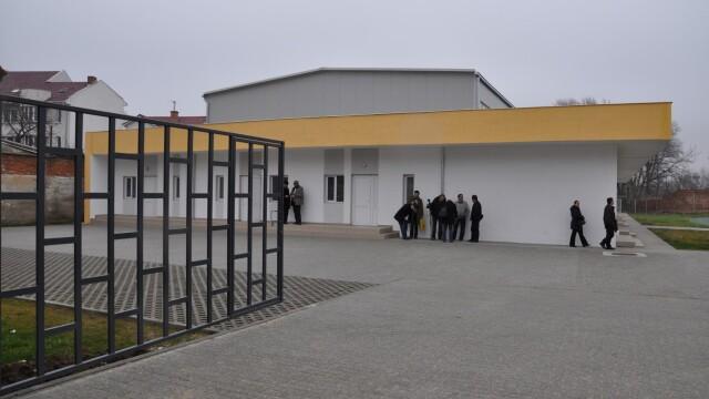 O sala de gimnastica dotata cu echipamente de nivel olimpic a fost inaugurata in Arad. FOTO - Imaginea 3