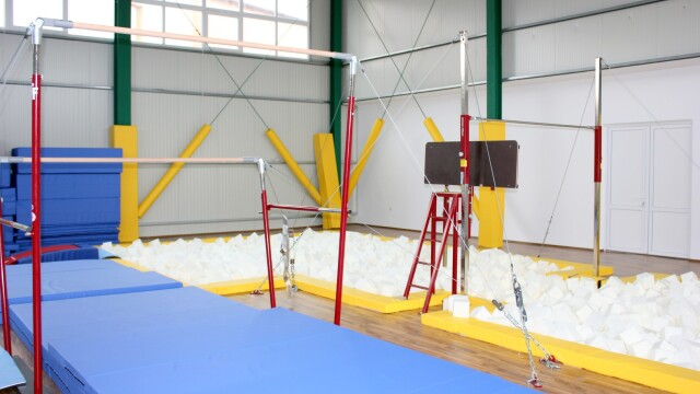 O sala de gimnastica dotata cu echipamente de nivel olimpic a fost inaugurata in Arad. FOTO - Imaginea 4