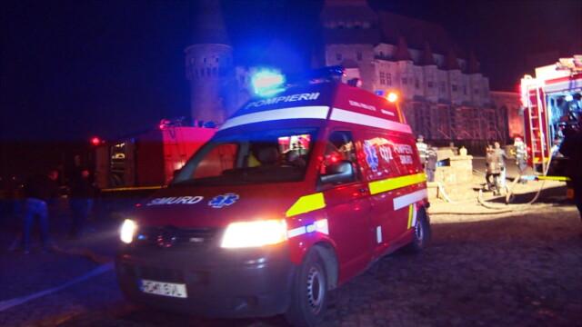 Incendiu la Castelul Corvinilor. Din fericire, a fost vorba doar despre un exercitiu al pompierilor din Hunedoara. FOTO - Imaginea 4