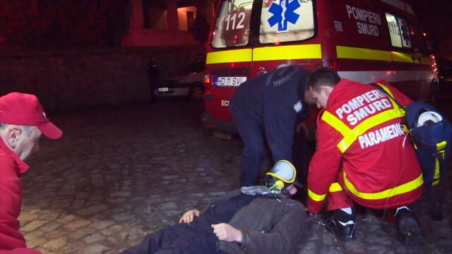 Incendiu la Castelul Corvinilor. Din fericire, a fost vorba doar despre un exercitiu al pompierilor din Hunedoara. FOTO - Imaginea 5
