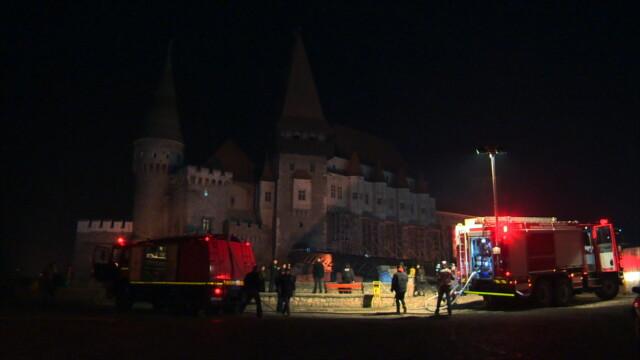 Incendiu la Castelul Corvinilor. Din fericire, a fost vorba doar despre un exercitiu al pompierilor din Hunedoara. FOTO - Imaginea 6