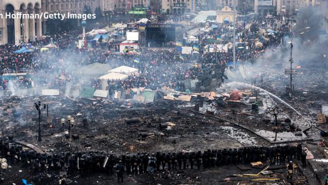 Euromaidan, revolutia care si-a luat numele de la un hashtag de pe internet. Momentele cheie ale celor 3 luni de revolte - Imaginea 11
