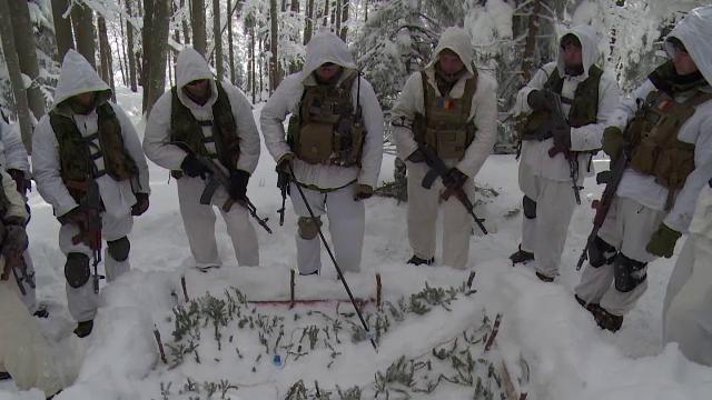 Antrenament ca al trupelor americane de elita. Vanatorii de munte au salvat un diplomat ostatic si au rezistat 5 zile in frig