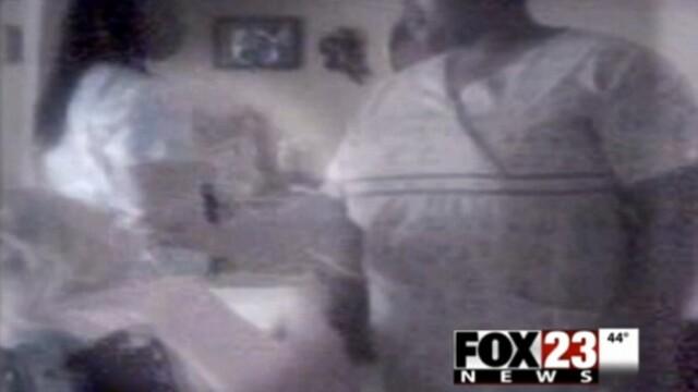 O familie a primit 1 milion de dolari dupa ce a filmat aceste imagini. Camera ascunsa in centrul in care se afla mama lor