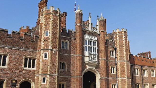 Stafia care bantuie palatul dinastiei Tudorilor, pozata cu mobilul de o eleva. \