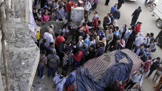 Explozii in lant in capitala Egiptului, puse la cale de militantii islamisti. Sunt cel putin un mort si zece raniti pana acum