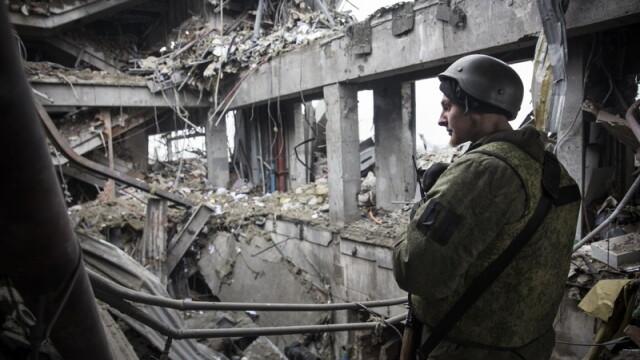 Apocalipsa din estul Ucrainei. Peisajul dezolant din Donetk aduce aminte de sfarsitul celui de-Al Doilea Razboi Mondial. FOTO - Imaginea 2