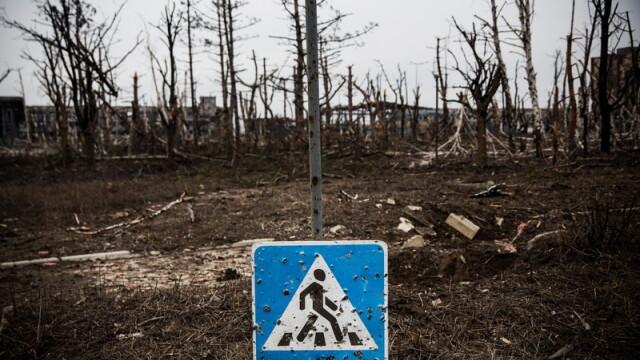 Apocalipsa din estul Ucrainei. Peisajul dezolant din Donetk aduce aminte de sfarsitul celui de-Al Doilea Razboi Mondial. FOTO - Imaginea 8