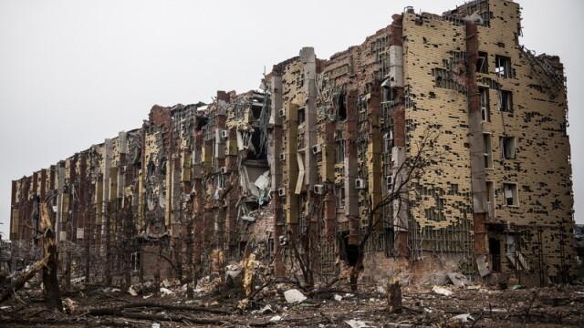 Apocalipsa din estul Ucrainei. Peisajul dezolant din Donetk aduce aminte de sfarsitul celui de-Al Doilea Razboi Mondial. FOTO - Imaginea 9