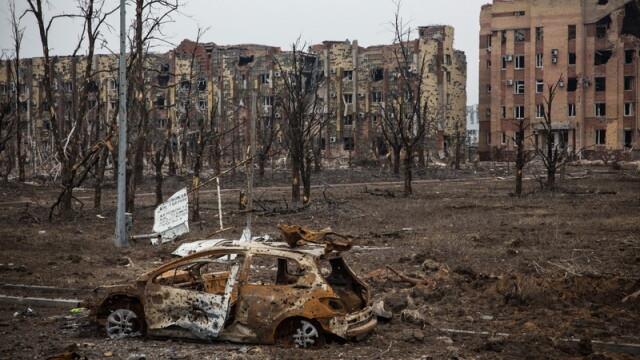 Apocalipsa din estul Ucrainei. Peisajul dezolant din Donetk aduce aminte de sfarsitul celui de-Al Doilea Razboi Mondial. FOTO - Imaginea 12