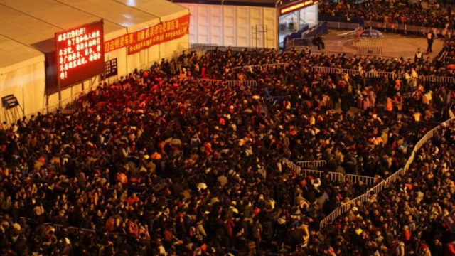 Zapezile au paralizat traficul feroviar din China. Peste 100.000 de chinezi au ramas blocati in gara din Guangzhou