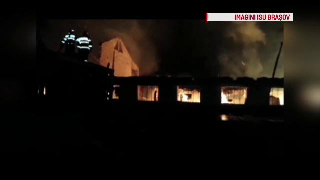 Un incendiu puternic a izbucnit la un depozit de mobila din Brasov. Pompierii au intervenit cu 10 autospeciale