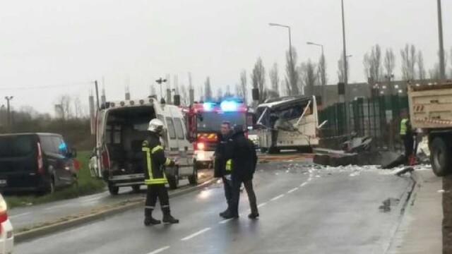 Sase adolescente au murit intr-un accident, in vestul Frantei. Fetele se aflau intr-un microbuz scolar
