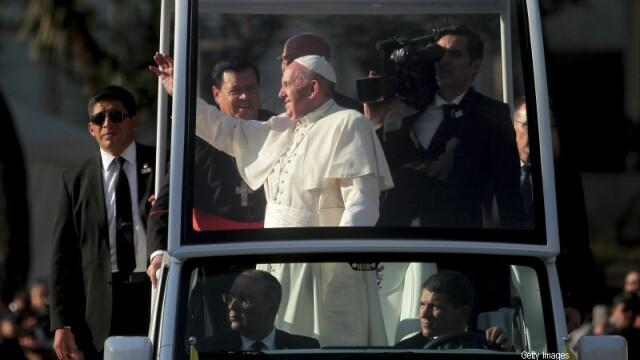 Gestul impresionant al unei fetite bolnave de cancer pentru Papa. Momentul i-a lasat cu ochii in lacrimi pe cei prezenti