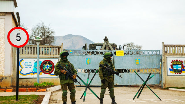 Raspunsul Rusiei la demonstratiile militare din Marea Neagra. Moscova trimite avioane, elicoptere si militari in Crimeea